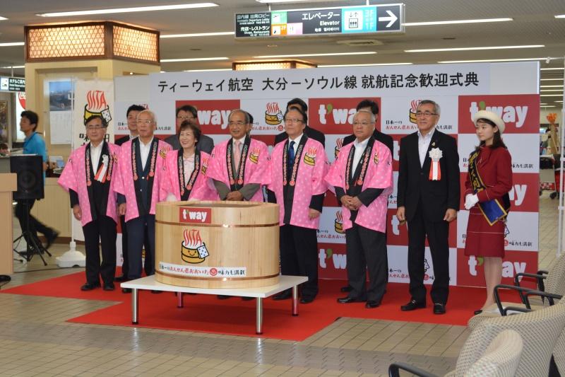 新路線就航記念歓迎式典でのひとコマ(大分航空ターミナル時代 )
